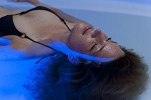 float - Schwerelose Entspannung im Wasser